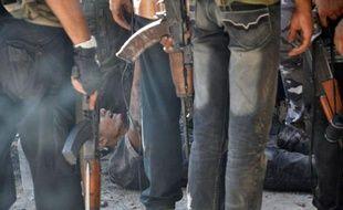 Un journaliste pigiste français, Pierre Torres, donné dimanche pour blessé à Alep en Syrie, a affirmé lundi à l'AFP être sain et sauf et n'avoir jamais été touché.