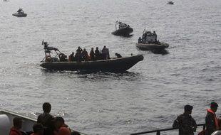 Des sauveteurs indonésiens près du site du crash du Boeing de la Lion Air, jeudi 1er novembre.
