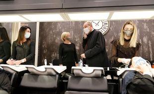 Le Premier ministre Jean Castex visite un salon de coiffure à Reims, le 28 novembre 2020.