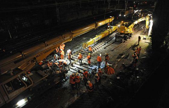Tag trains sur Tout sur le rail - Page 9 561x360_chantier-changement-aiguillage-gare-matabiau-21-avril-2015