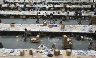 Dans les boîtes aux lettres des 1 280 600 électeurs des Bouches-du-Rhône, au plus tard demain, les documents électoraux pour les Européennes ont été mis sous pli la semaine dernière, puis transportés au centre postal via seize semi-remorques et huit camions.