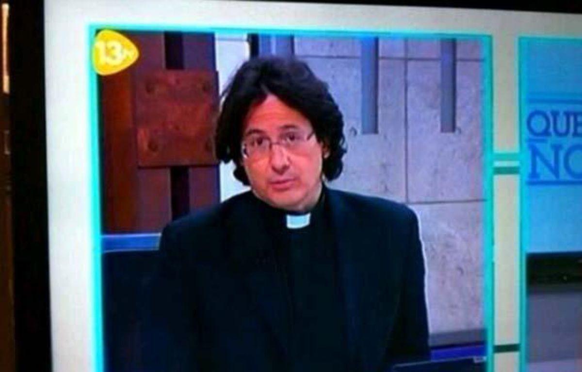 Capture d'un tweet qui montre une image de la télé espagnole où les internautes ont cru remarquer le sosie de François Hollande, le 21 juin 2013. – DR