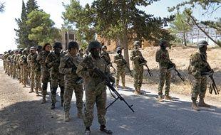 Des soldats de la rébellion se préparent à une offensive du régime syrien à Idleb (nord-ouest de la Syrie), le 3 septembre 2018.