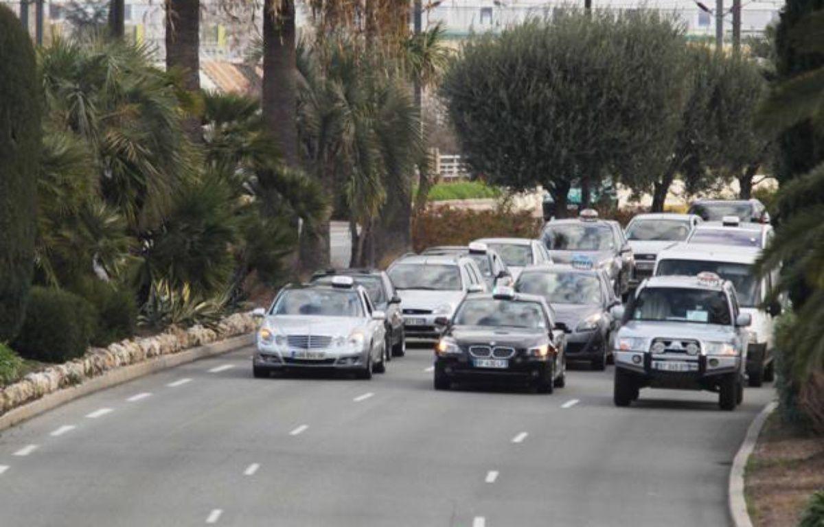 A Nice le 10 janvier 2013, entre 170 et 200 taxis ce sont retrouvé ce matin vers 8h à l'aéroport Nice Côte d'Azur pour une opération escargot. – J.C. MAGNENET / ANP