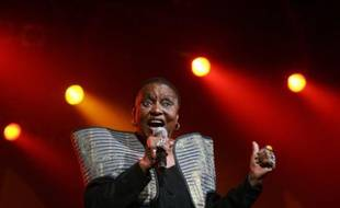 """South African diva Miriam Makeba performs at the 7th Cape Town International Jazz festival April 1, 2006. Makeba has announced that she intends to retire from live performance after a five-decade musical career. Her appearance forms part of her """"Grand Finale Tour"""". REUTERS/Mike Hutchings"""