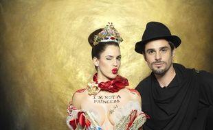 Iris Mittenaere et Philippe Shangti, le photographe qui a réalisé l'œuvre.