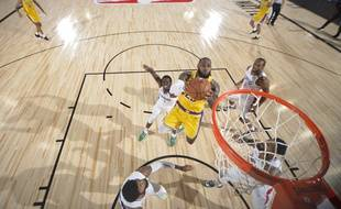 Lebron James et les Lakers victorieux face aux Clippers dans la bulle de Disney World.