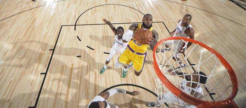 Lebron James et les Lakers victorieux face aux Clippers dans la bulle de Disney World.