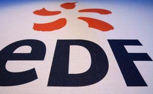 Le logo du groupe EDF, lors d'une conférence de presse à Londres, le 24 septembre 2008