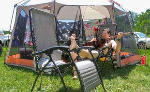 Un campeur à l'international Bluegrass Music Museum's annual ROMP festival aux Etats-Unis