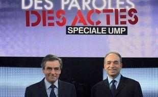 """L'émission """"Des Paroles et des Actes"""" sur France 2, qui réunissait François Fillon et Jean-François Copé jeudi soir, a rassemblé 2,333 millions de téléspectateurs, loin des 5,9 millions atteint par le dernier débat de la primaire socialiste en octobre 2011, selon Médiamétrie."""