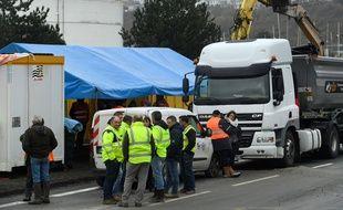 Illustration d'un blocage de gilets jaunes, ici à Brest.