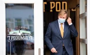 Le roi des Pays-Bas exprime ses regrets après des vacances controversées