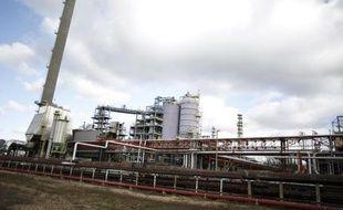 """La société libyenne Murzuk Oil et la société suisse Terrae International ont décidé de faire une """"offre conjointe"""" de reprise de la raffinerie Petroplus de Petit-Couronne (Seine-Maritime) en liquidation judiciaire, selon les déclarations à l'AFP des deux partenaires."""