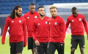Denayer, Marcelo, Marçal, Depay et Diop, ici lors de la séance d'entraînement d'avant match, mardi à la Rhein-Neckar-Arena d'Hoffenheim. Daniel ROLAND