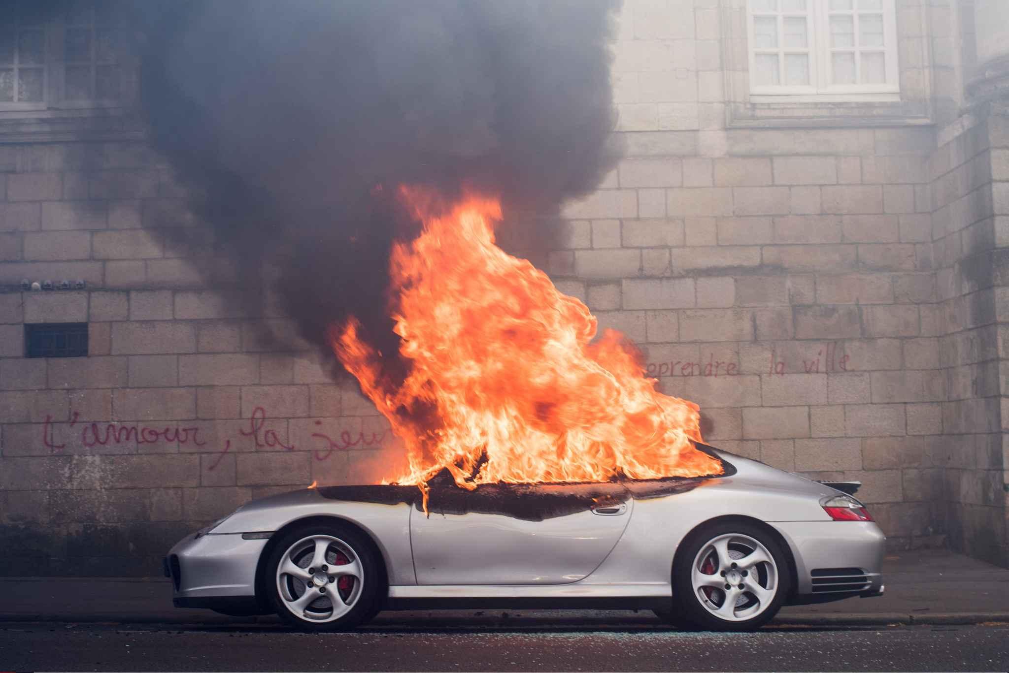 porsche incendi e nantes le propri taire est un passionn de voitures ni riche ni patron. Black Bedroom Furniture Sets. Home Design Ideas