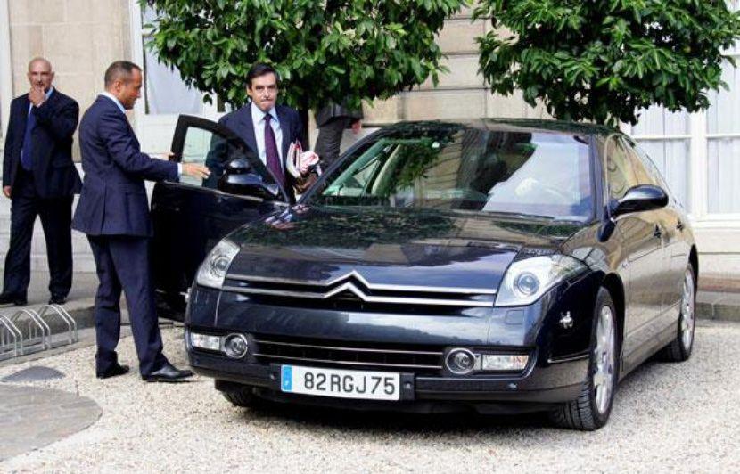 Quiz pochettes de disques et automobiles!  - Page 8 830x532_premier-ministre-francois-fillon-palais-elysee-entre-voiture-haut-gamme-27-aout-2008-sipa