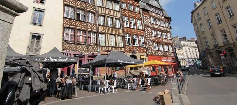 Un immeuble à pan de bois, ici sur la place du Champ-Jacquet, à Rennes.