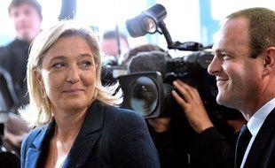 Marine Le Pen, présidente du FN, et Steeve Briois, secrétaire général du parti, le 17 juin 2012 à Hénin-Beaumont (Pas-de-Calais).