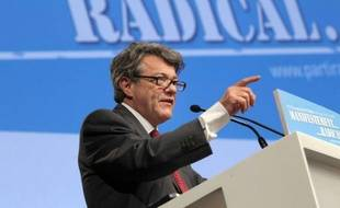 """Jean-Louis Borloo, le président du Parti radical, interrogé sur un éventuel ralliement au socialiste François Hollande, a indiqué lundi sur Europe 1 qu'il n'envisageait """"pas un changement d'alliance""""."""