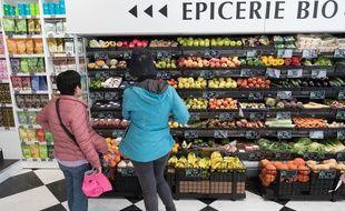 Un rayon bio dans un supermarché (Illustration).
