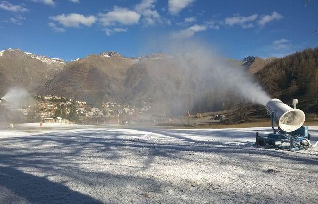 Tests, désinfection des remontées mécaniques… A quoi pourrait ressembler la saison de ski?