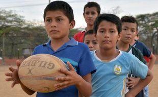 De jeunes Colombiens lors d'un entraînement de rugby à Cucuta le 7 octobre 2015