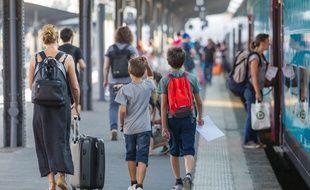 Des voyageurs sur les quais de gare de l'Est (image d'illustration).