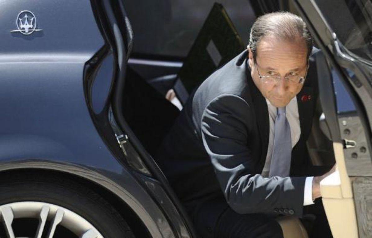"""Le président français François Hollande a sévèrement taclé la politique qu'avait menée Nicolas Sarkozy, vendredi lors d'une conférence de presse à Rome, affirmant, sans le nommer, que son prédécesseur avait manqué de """"sérieux budgétaire"""", vendredi à Rome. – Lionel Bonaventure afp.com"""