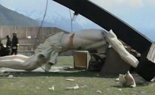 Une statue du Christ de 30m de haut s'est effondrée à Brescia, en Italie, le 24 avril 2014 - capture d'écran d'une vidéo du Corriere della Sera.