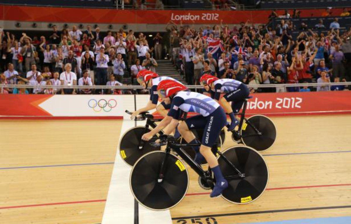 Les poursuiteuses de l'équipe britannique de cyclisme sur piste, lors de l'épreuve des Jeux olympiques de Londres, le 4 août 2012. – REUTERS