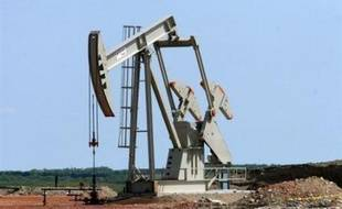 Le baril de pétrole a dépassé jeudi à Londres 107 dollars le baril, grimpant jusqu'à 107,88 dollars, tandis qu'il frôlait 111 dollars à New York, à 110,94 dollars, toujours dopé par la chute du dollar et la ruée des fonds spéculatifs vers les matières premières.