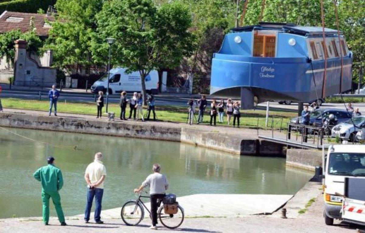 Gladys, première pénichette française de particulier totalement autonome et écologique, a été mise à l'eau vendredi sur le Canal du Midi à Toulouse, a constaté un journaliste de l'AFP. – Pascal Pavani afp.com