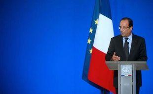 Trois mois et demi après son investiture, François Hollande enregistre une sévère chute de popularité, particulièrement préoccupante à la veille d'un automne à hauts risques qui verra l'exécutif affronter la crise dans toute sa rigueur, estiment les politologues.