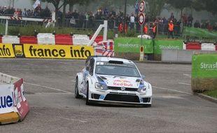 Sébastien Ogier au volant de sa Volkswagen lors du shakedown du Rallye de France, à Hautepierre, le 2 octobre 2014.