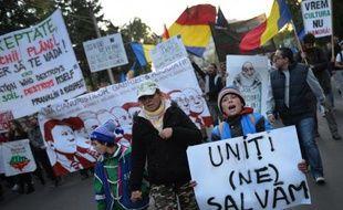 Des milliers de Roumains sont de nouveau descendus dans la rue dimanche pour crier leur colère contre le gouvernement de centre gauche accusé de favoriser un projet canadien de mine d'or contesté par les scientifiques.