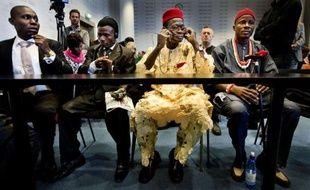 Les Amis de la Terre ont lancé lundi une campagne pour réclamer une loi visant à rendre les maisons-mères des entreprises juridiquement responsables des activités de leurs filiales à l'étranger et à permettre des procès comme celui en cours aux Pays-Bas contre Shell.