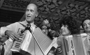 Giscard et son petit accordéon en compagnie d'Yvette Horner en 1973.