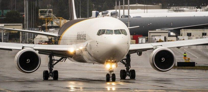 Peu après le décollage d'un vol de United Airlines devant relier Denver et Honolulu samedi 20 février, un moteur de l'appareil a pris feu.
