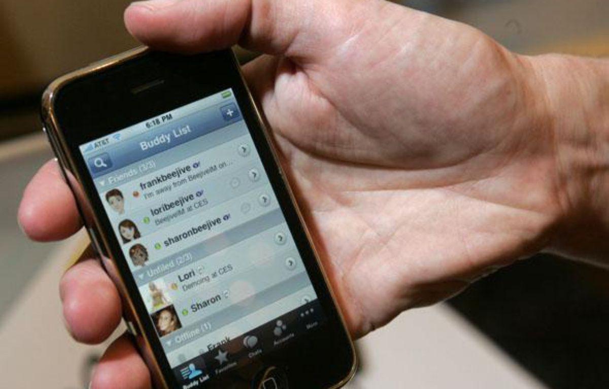 Un iPhone lors d'une présentation officielle, à Las Vegas, le 5 janvier 2010.          Un iPhone lors d'une présentation officielle, à Las Vegas, le 5 janvier 2010.                – REUTERS/Steve Marcus