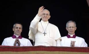 """Le pape François durant son """"urbi et orbi"""" le 25 décembre 2017 au Vatican."""
