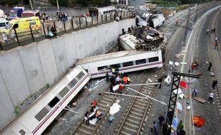 Arrivée des secours après le déraillement du train à l'approche de Saint-Jacques-de-Compostelle, le 24 juillet 2013.
