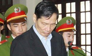L'ancien PDG du groupe vietnamien de construction navale Vinashin a été condamné vendredi à 20 ans de prison, après que le groupe eût accumulé des dettes records de plus de 4 milliards de dollars, un dossier emblématique des déficiences du système économique du pays communiste.