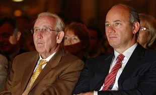 Gérard Mulliez et son fils, Arnaud, président de Auchan France.