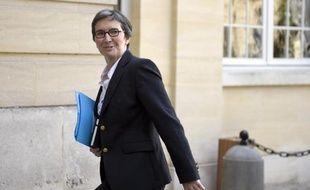 La secrétaire d'Etat chargée du Commerce, de l'Artisanat, de la Consommation et de l'Economie sociale et solidaire, Valérie Fourneyron arrive à l'hôtel Matignon, le 10 avril 2014 à Paris