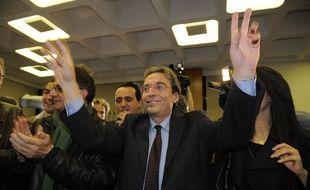Roland Ries lors de sa victoire aux élections municipales à Strasbourg en mars 2014. Le maire de Strasbourg lors d'un meeting de soutien au candidat socialiste aux régionales dans le grand Est a appelé à voter Jean-Pierre Chevènement au lieu de Jean-Pierre Masseret.