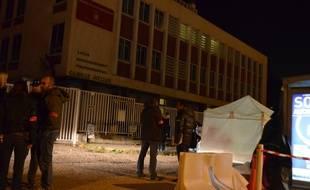 Marseille 12 JANVIER 2015 Les secours devant le lycée Camille Jullian où un adolescent a été poignardé.