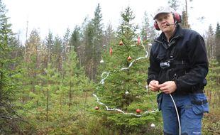 """Le """"Swedish dynamite"""" dynamite un arbre de Noel"""