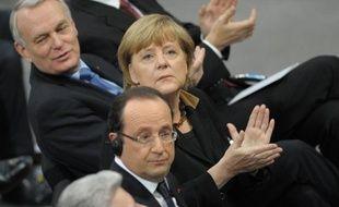 Le parti conservateur d'Angela Merkel a répliqué de manière cinglante lundi aux récentes critiques des socialistes français à l'égard de la politique de la chancelière allemande, accusant le gouvernement en France d'essayer d'occulter les problèmes de ce pays.