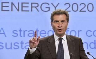 La Commission européenne a appelé mercredi les pays de l'UE à investir mille milliards d'euros d'ici à 2020 pour se préparer à faire face à l'explosion du prix des ressources fossiles et pour réduire leur dépendance vis à vis de l'étranger.